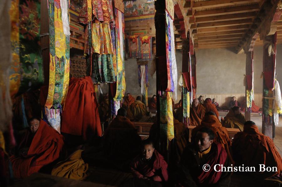 Prière au monastére de Karsha