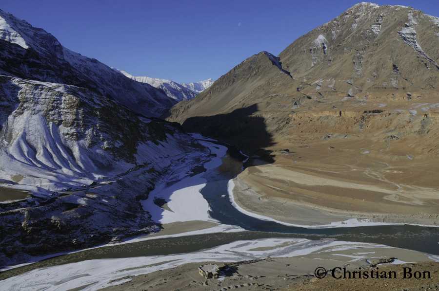 Confuent de L'Indus et de la riviére Zanskar au Ladakh