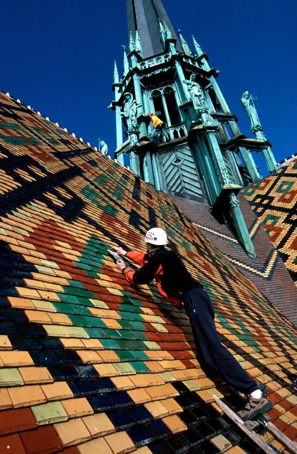 Couvreurs sur le toit de Saint Benigne